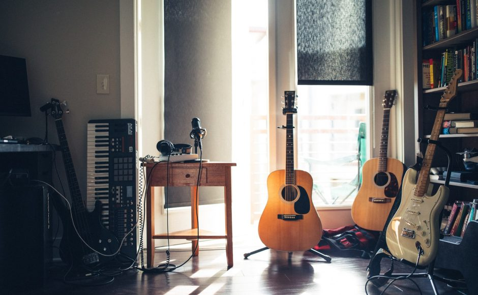 How to Set Up a Home Recording Studio for $1300 or Less